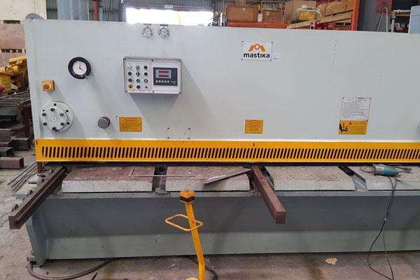 Machineries-Hydraulic Shearing Machine