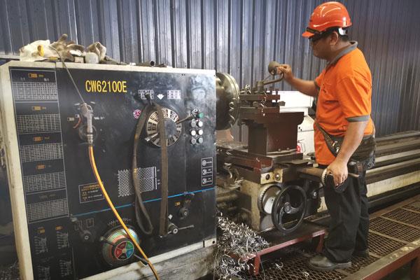 Machineries-Lathe Machine